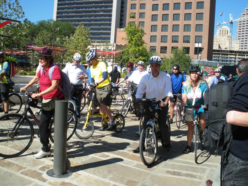 San Antonio Cyclists Pedal with Mayor After Bike Summit