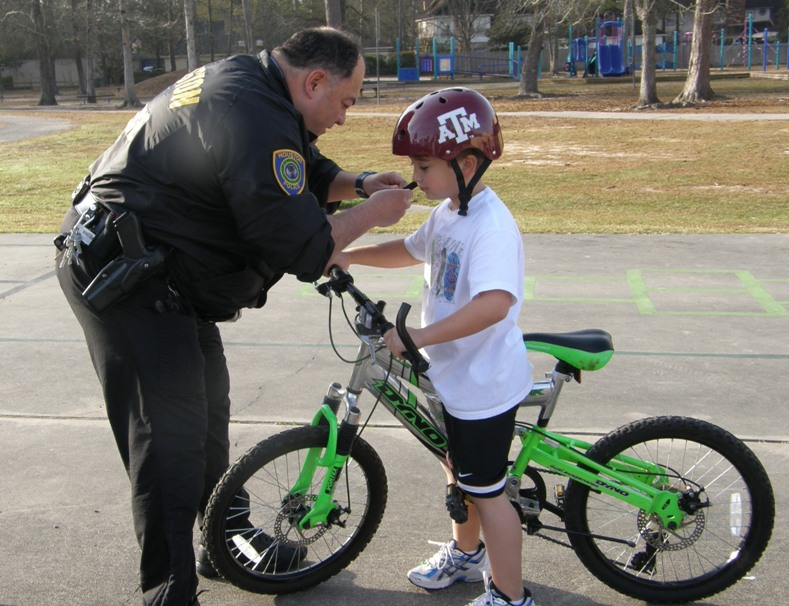 Teachers, Community Bring Bike Safety to Kingwood Elem.